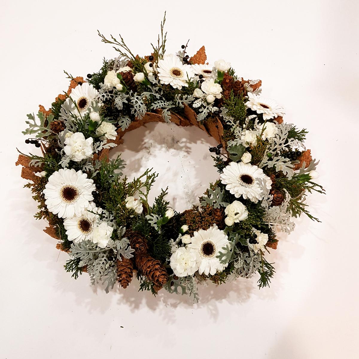 wianek na grób z żywych kwiatów